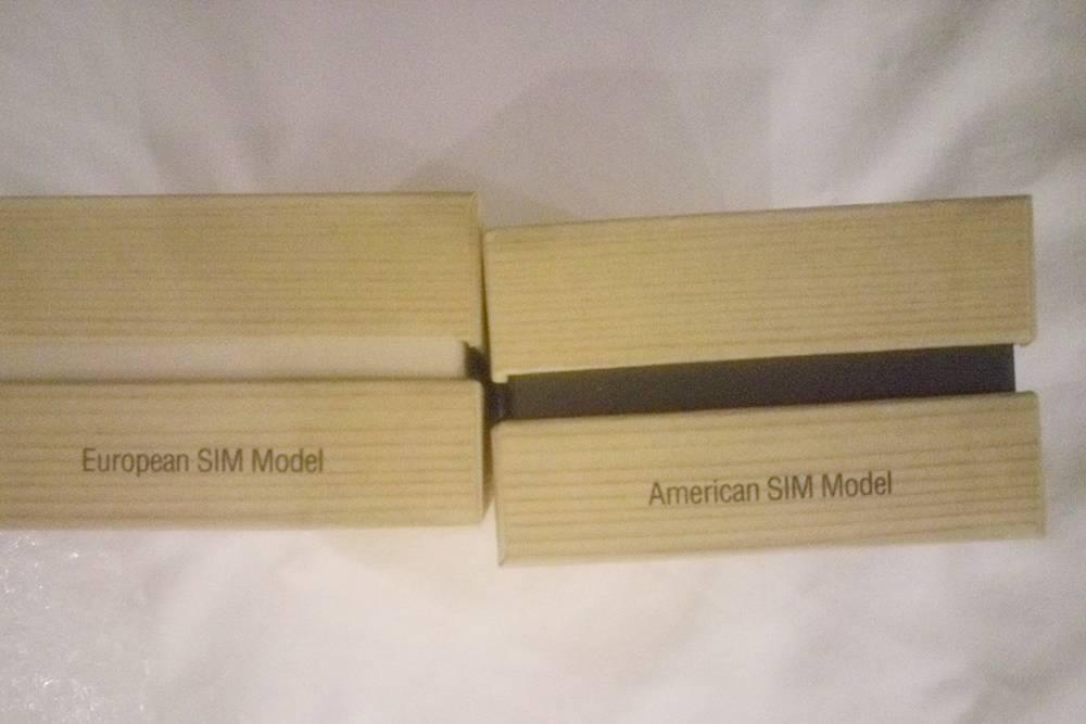 На рынке продавали коробки, предназначенные для любой модификации телефона: хочешь — для европейской, хочешь — для американской