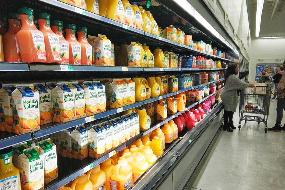 Редко встретишь сок и молоко в упаковке по 1 литру. В основном их разливают по 0,5 или одному галлону — 1,89 и 3,78 литра соответственно