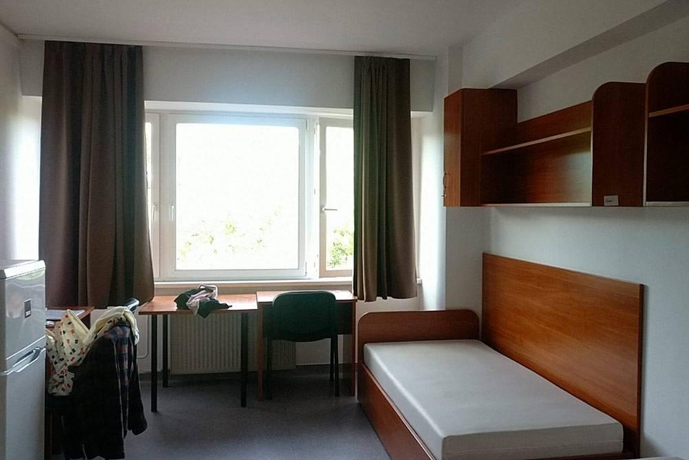 Комната на двоих в общежитии Tarkarét. Душ, туалет и кухня на этаже. Также есть микроволновка и стиральная машина