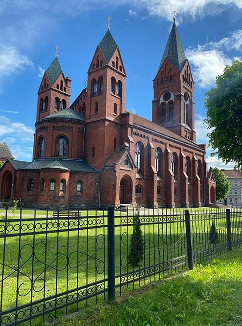 Во время Великой Отечественной войны церковь практически полностью разрушили