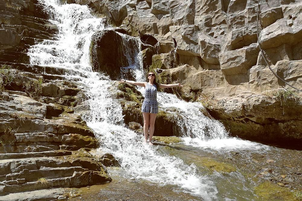Водопад в Тбилисском ботсаду. По парку можно гулять часами: он огромный