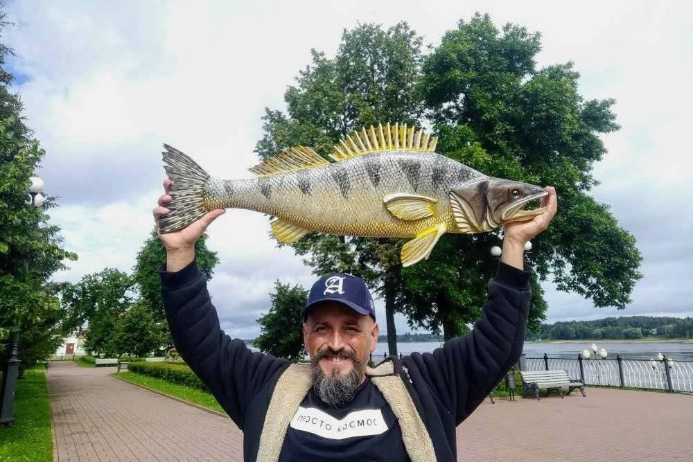 Алексей основал музей рыб и мастерскую вРыбинске. Вместе с командой они проводят мастер-классы, вырезают рыб издерева ипродают их, атакже участвуют вкультурно-образовательных грантах