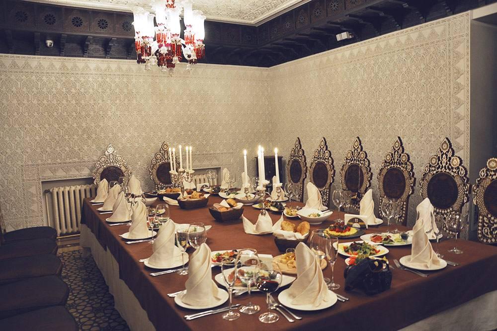 Интерьер марокканского ресторана, гдемы праздновали свадьбу