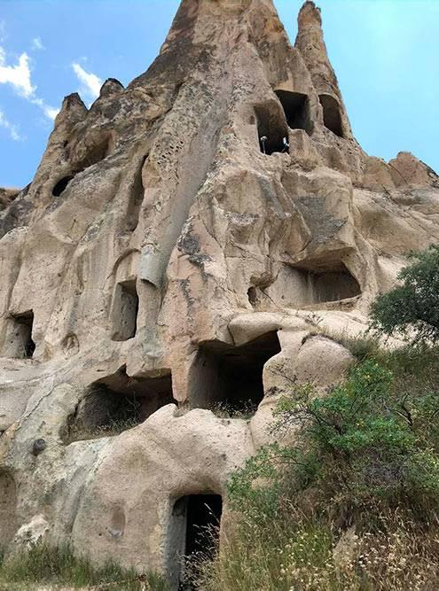 Скалы тоже состоят извулканического туфа