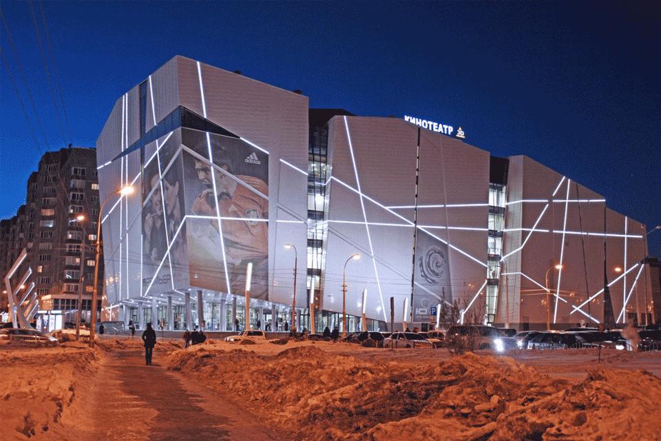 Торговый комплекс «Вершина», один из самых крупных в Сургуте