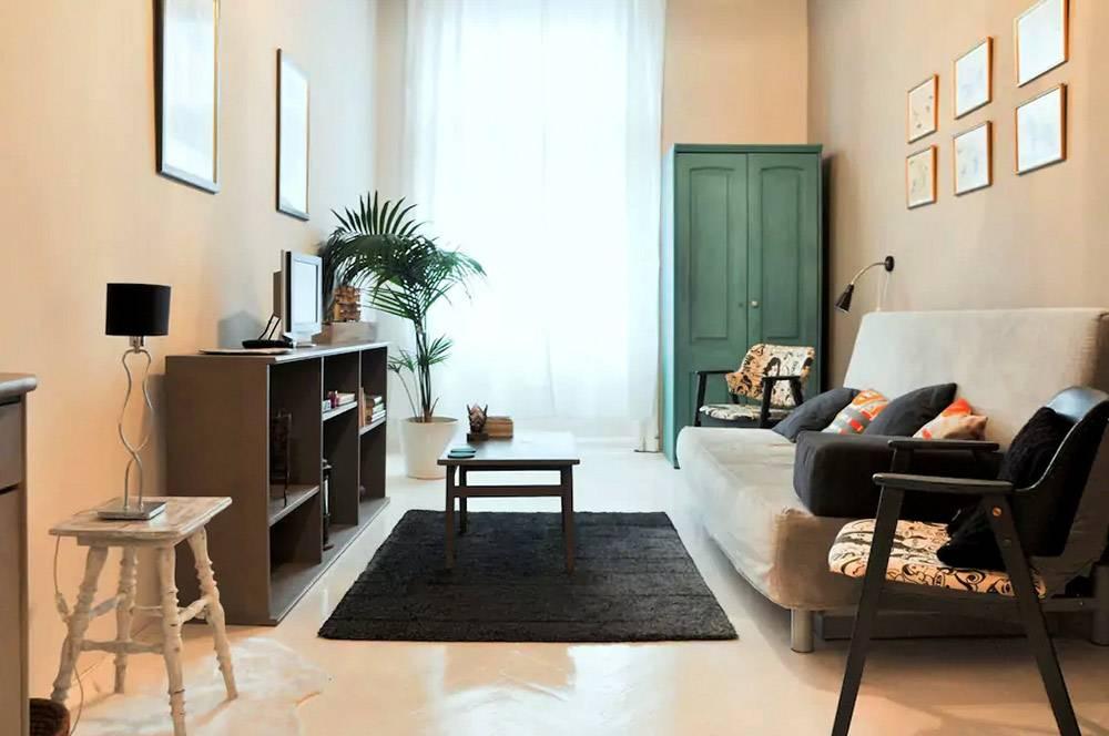 Такая квартира в Будапеште в праздники стоит 65€ за ночь. Но если бронировать заранее — всего 25€