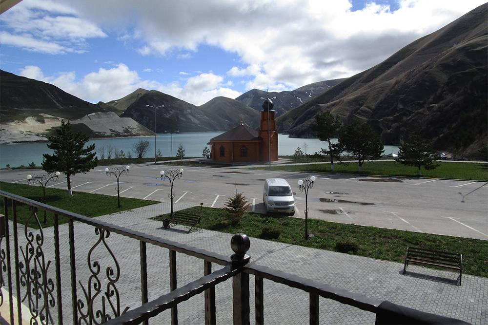 Вид из номера в гостинице на озере