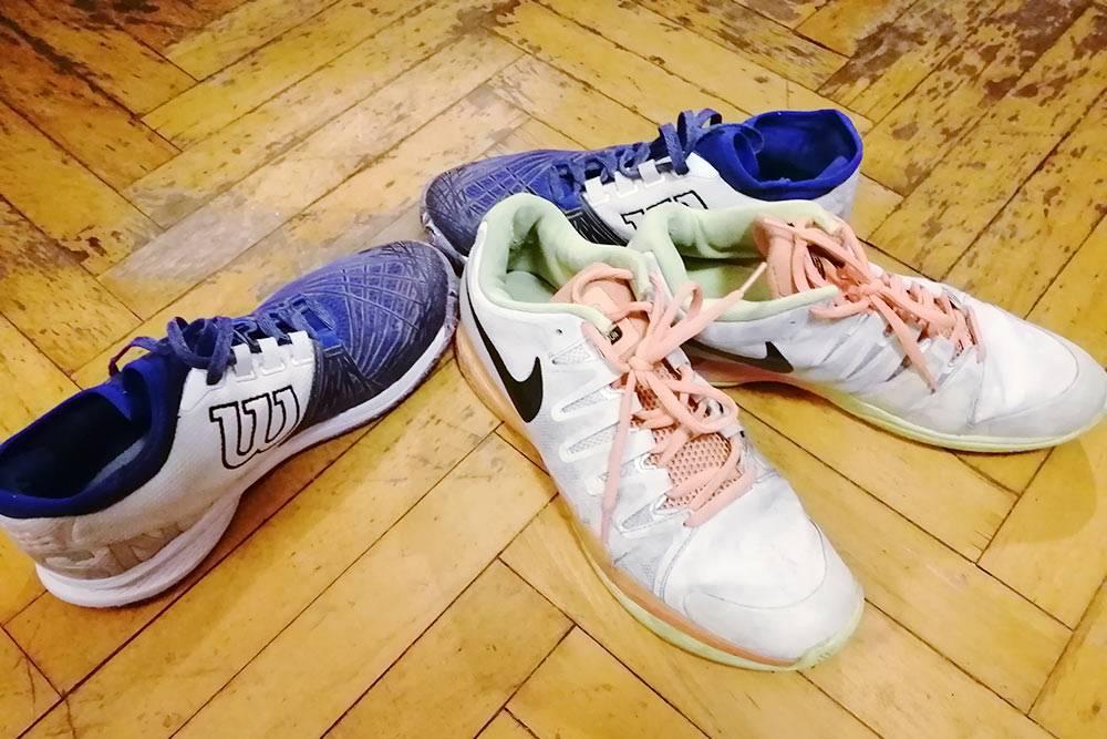 Мои теннисные кроссовки. Верхняя часть сделана из сетчатой ткани, чтобы нога дышала