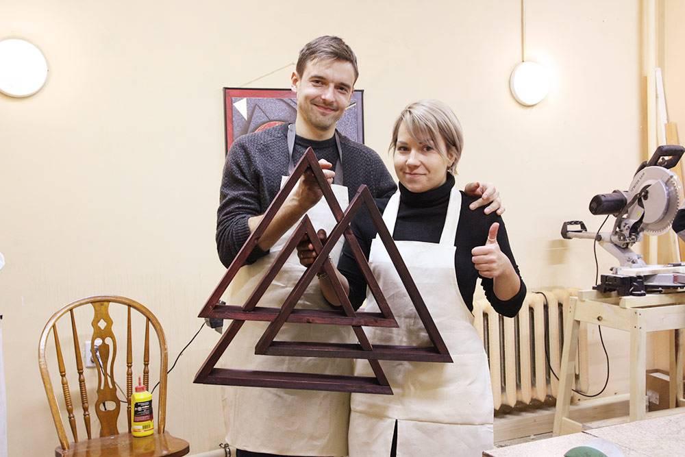 На занятиях мы делали, например, вот такие полки из трех треугольников