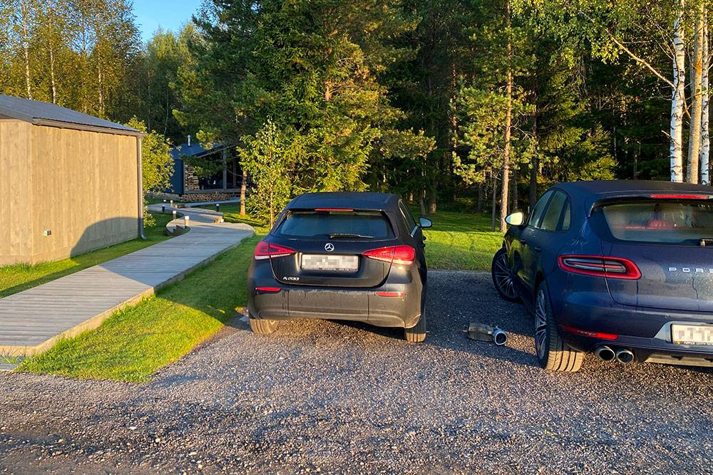 Гараж и парковка у нас во дворе рано утром
