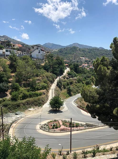 В деревне Агрос тоже все отлично с дорогами