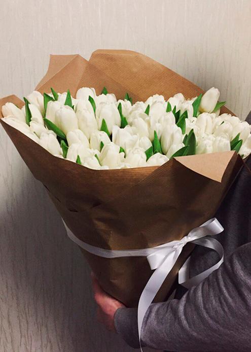 Самый большой букет того года — 101 тюльпан