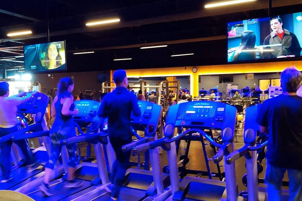 Фитнес-клуб «Смарт Фит» в 10 утра в будний день