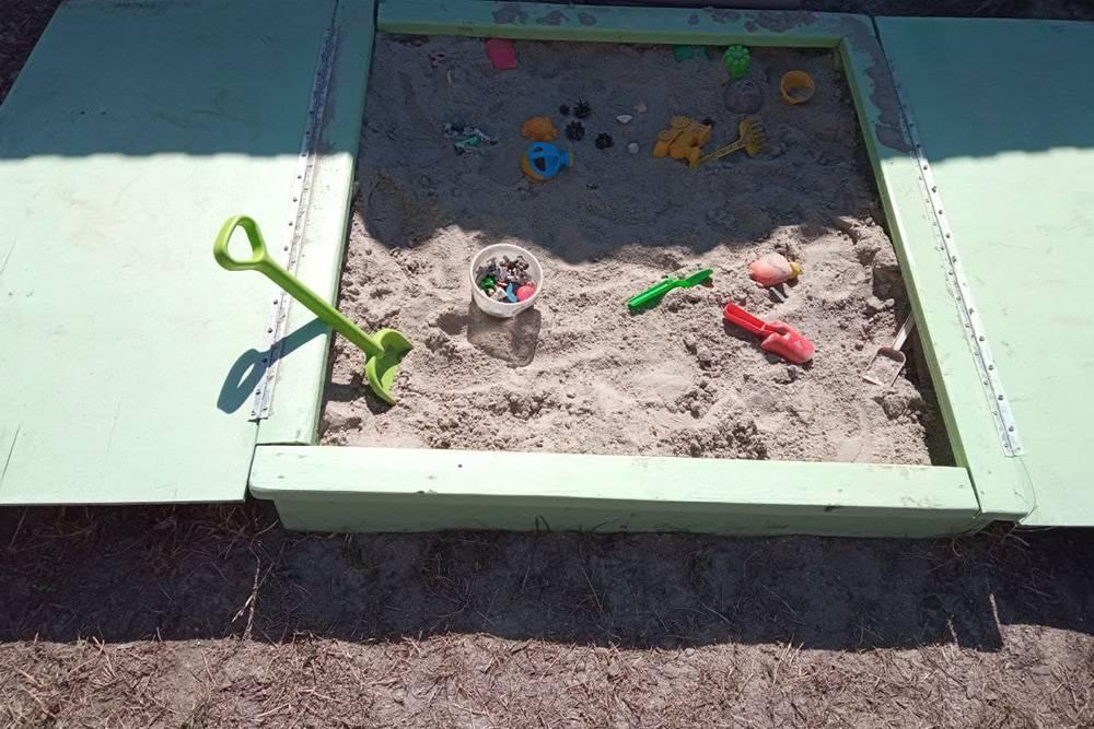 Это один из вариантов песочницы, который мы увидели в интернете. Но мне он не понравился, поэтому мы придумали свой