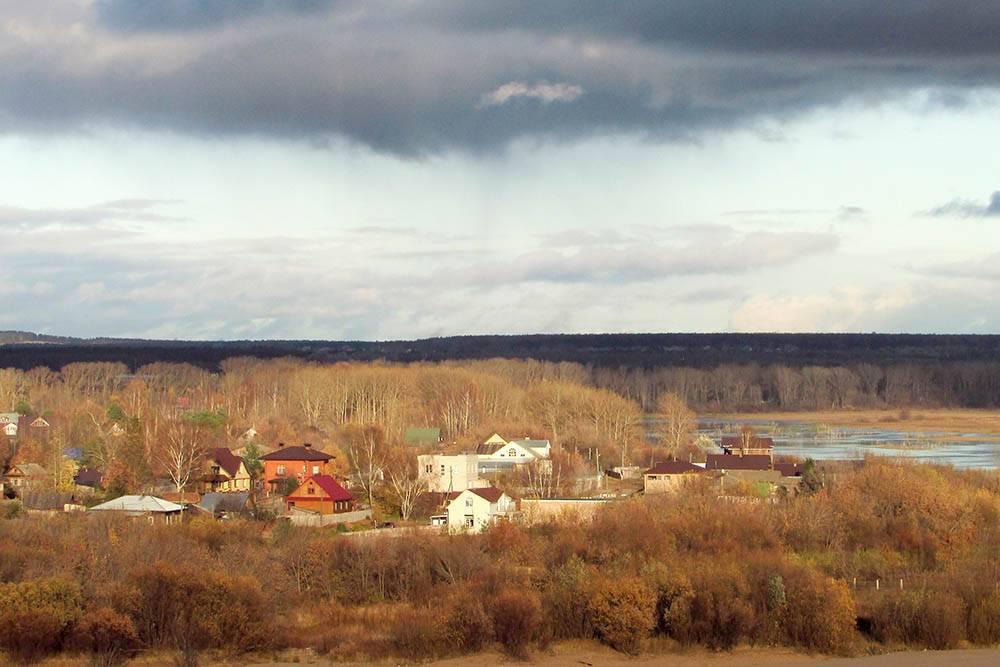 Вид на слободу Дымково. Весной из-за половодья туда не попасть