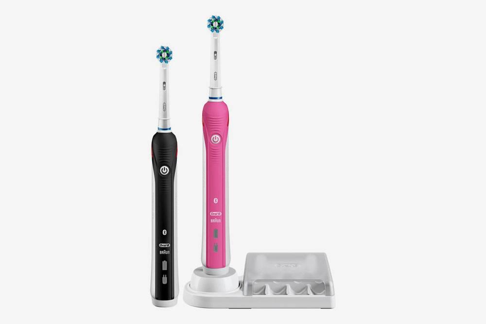 Электрические зубные щетки мы опробовали впервые и остались очень довольны. Этот набор мы со старшей дочкой выбрали себе, а потом я купила отдельно взрослую и детскую щетки мужу и младшей дочери
