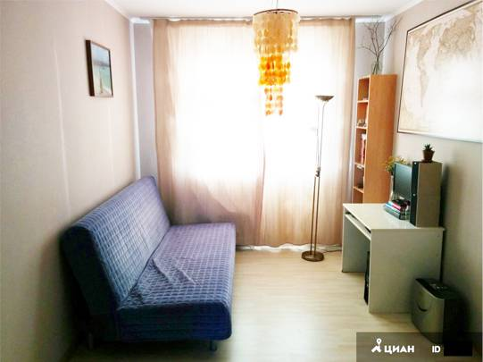 Уберите из кадра лишние вещи, чтобы комната казалась просторнее