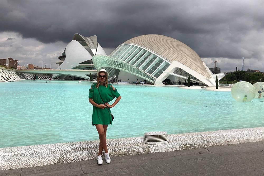 Научный район в Валенсии лучше посетить, даже если нет времени и желания заходить в музей и океанариум. Сами здания выглядят бесподобно