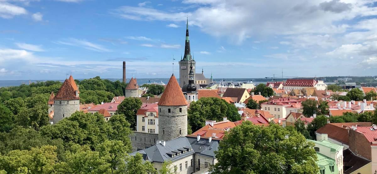 Эстония открыла границы длятуристов из России, привитых от коронавируса