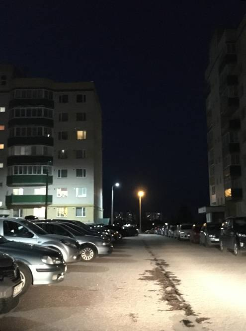 Припарковать машину вечером во дворе практически невозможно