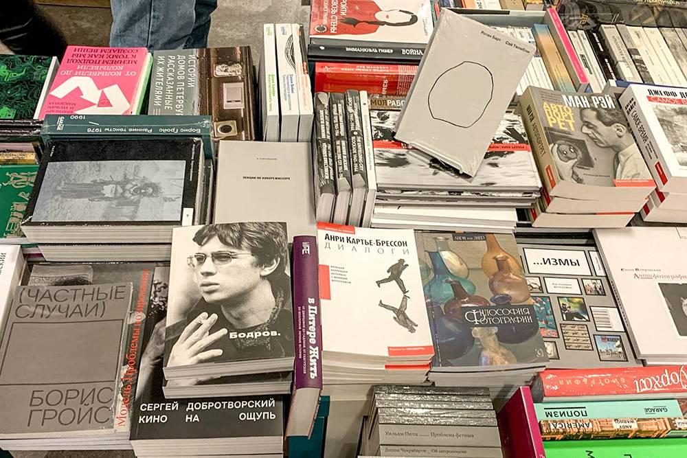 Есть более понятные и популярные книги, например про «Спотифай», и биографии актеров