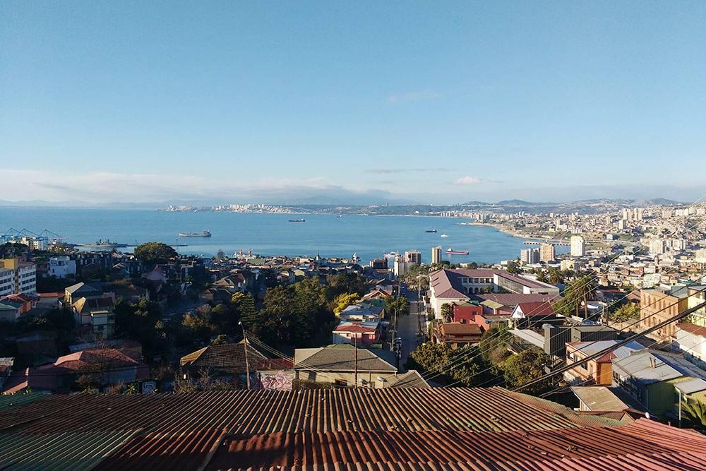 Вид на Вальпараисо — портовый город, откуда я отправился на остров Пасхи на корабле вместе с военными и обычными чилийцами