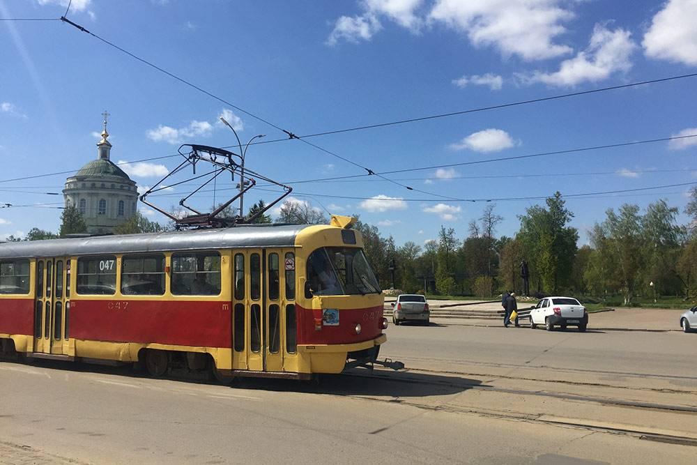 Первые трамваи в Орле появились еще в 19 веке, тогда они были деревянными. В 1970-е в город завезли серию чешских трамваев — они ездят до сих пор