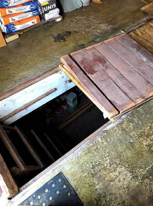 Яма в моем гараже, там же находится вход в погреб