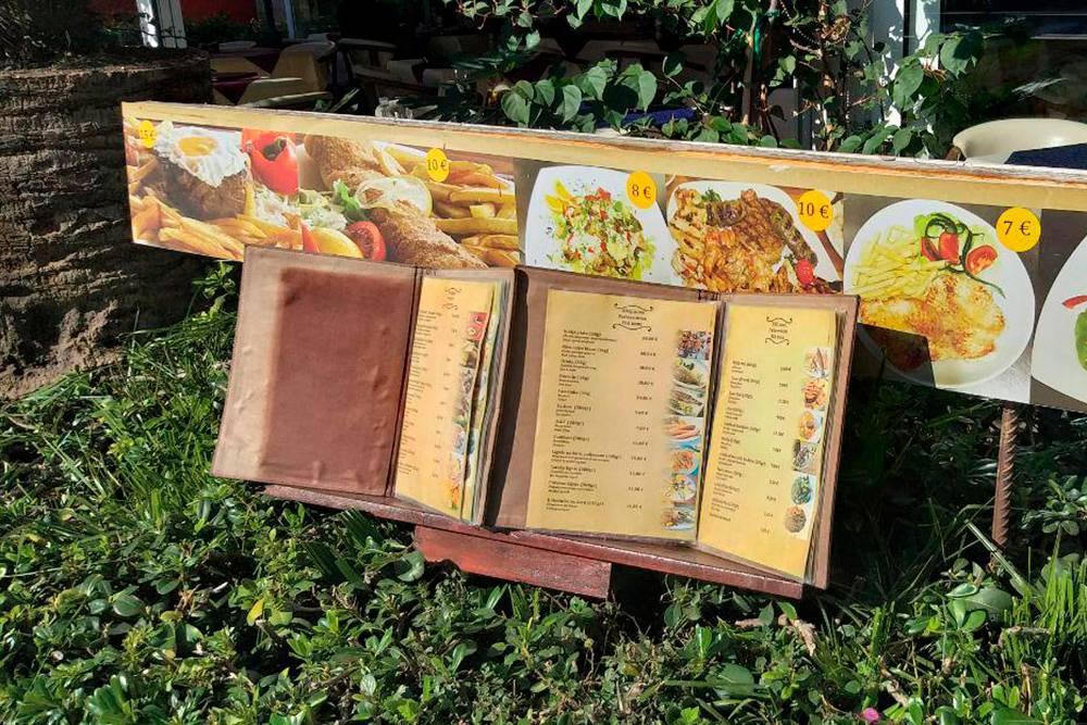 Меню в кафе Будвы — дорогого туристического города