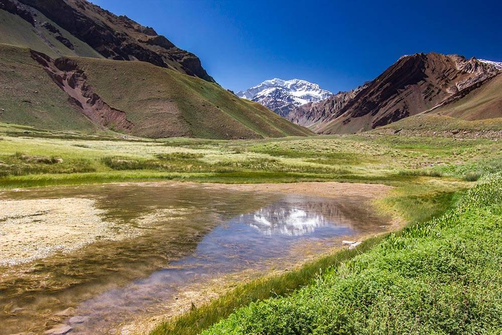 Вид на Аконкагуа недалеко от международной дороги Аргентина — Чили
