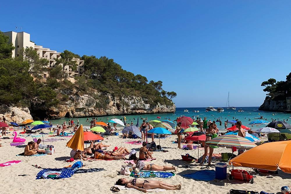 Маленькие пляжи в бухтах были бы идеальными, если бы не так много туристов