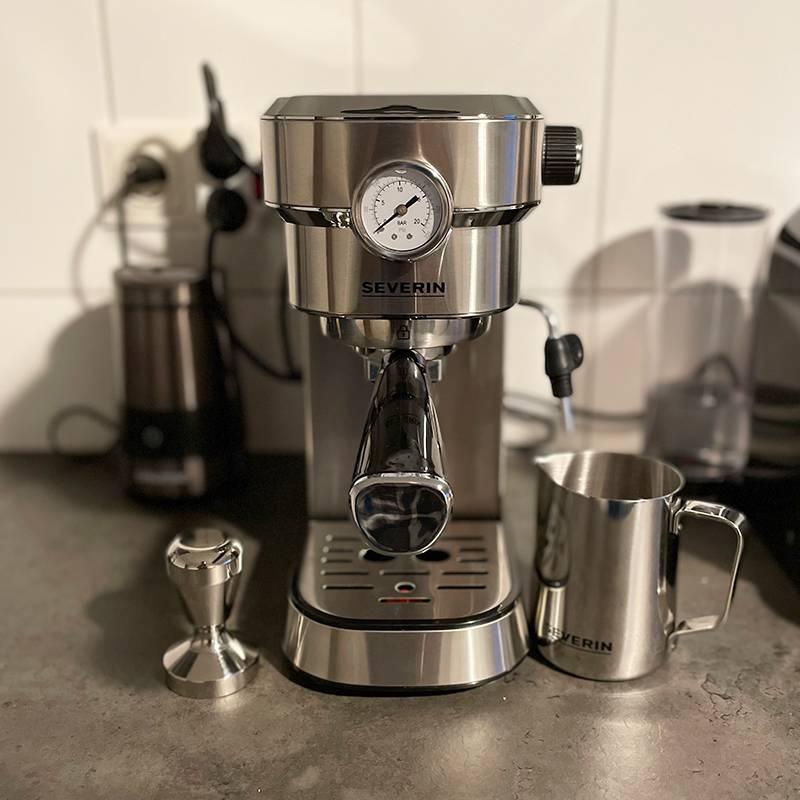 Моя эспрессо-машина, в которой я каждый день делаю кофе. Подарила жена на Новый год