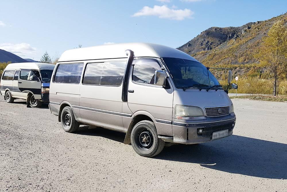 Микроавтобус, идущий по маршруту Магадан — Сеймчан. Такиеже маршрутки возят пассажиров во все поселки Магаданской области