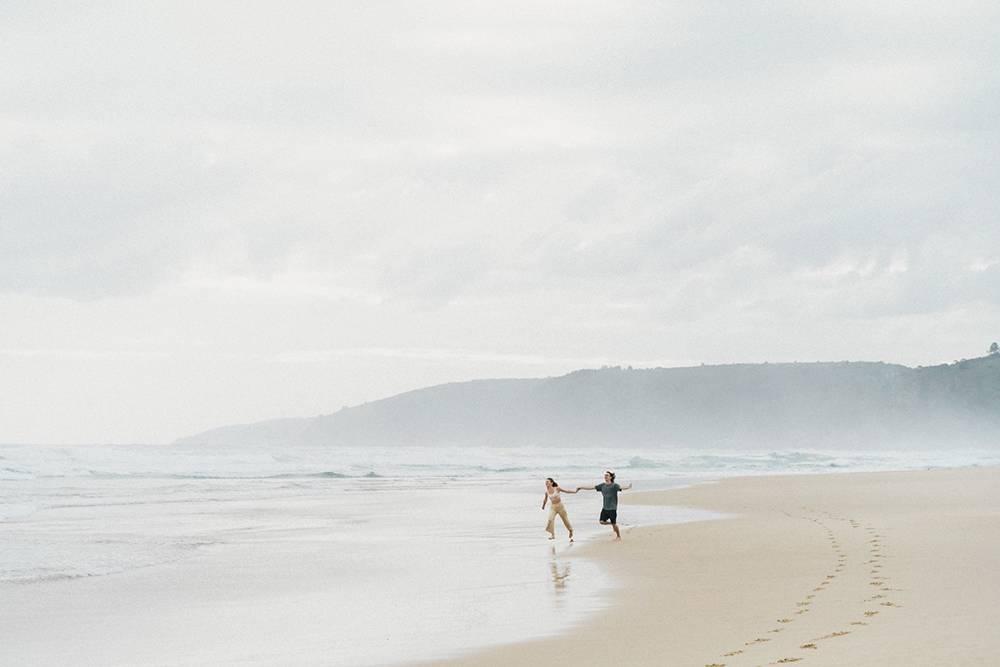 В Уилдернессе не было охраны на пляже, как в Кейптауне, — и мы носились по песку как дети