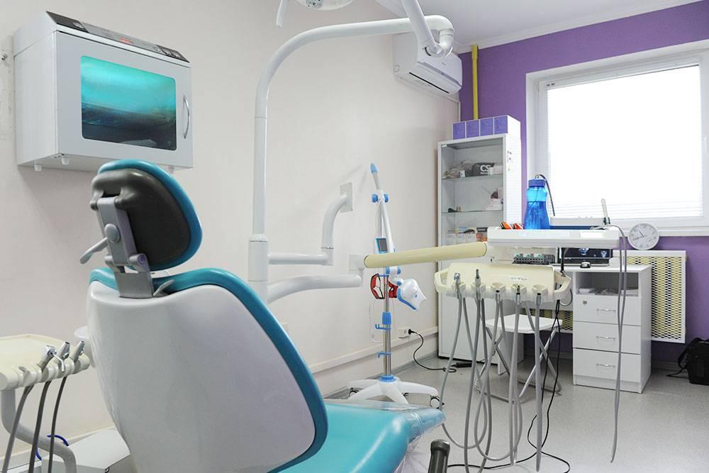 Для работы стоматологической установки необходима дистиллированная вода, но дистиллятора не оказалось, а новые хозяйки этого не заметили. В день обычно уходит 5—7 л воды, а сам дистиллятор стоил 15 тысяч