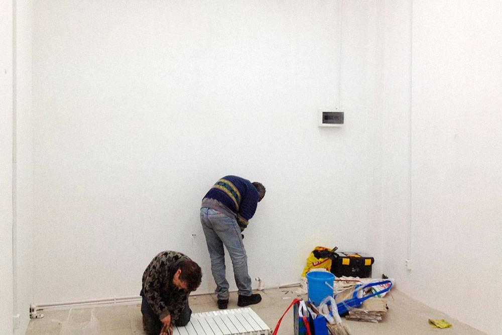 На ремонт помещения под магазин у Сергея и его отца ушел месяц