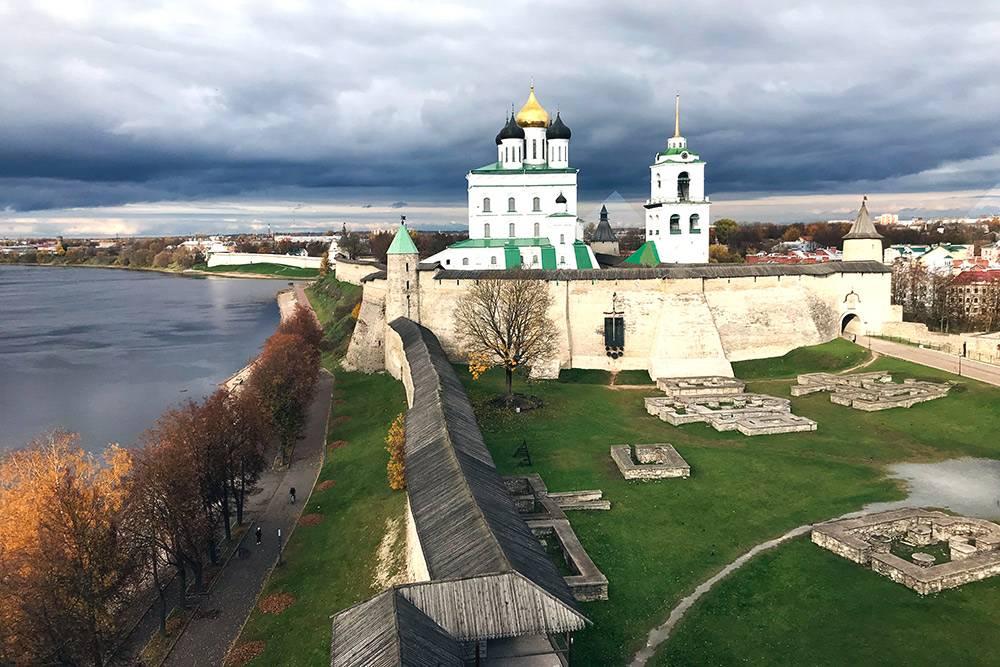 Маленьких окошек на смотровом чердаке Власьевской башни достаточно, чтобы сделать красивые фото