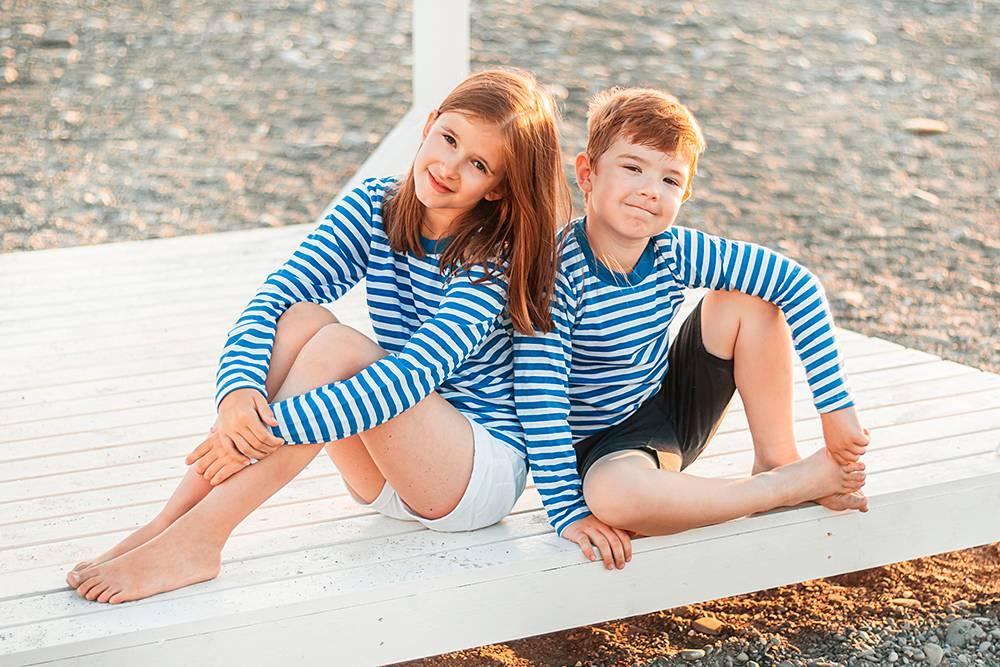 Продуманная одежда можетбыть главным акцентом. Например, наэтом морском снимке нетморя: всюатмосферу задают тельняшки