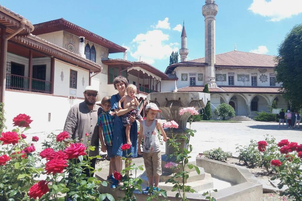 Многодетные семьи могут попасть в Ханский дворец в Бахчисарае бесплатно в любое время. Это&nbsp;сэкономило нам 500<span class=ruble>Р</span>
