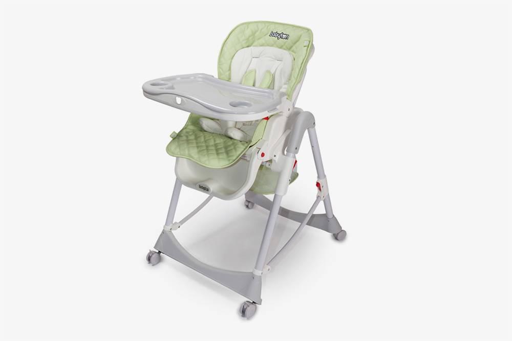 Привыборе стула учитывайте размеры, чтобы он поместился в кухню. Источник: «Детский мир»