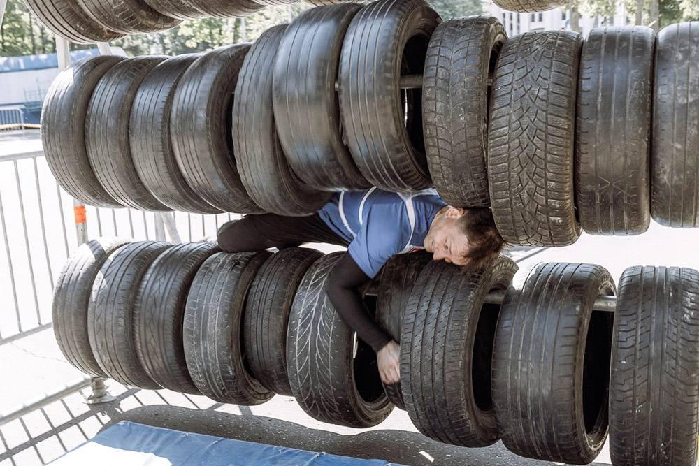 Это самодельное препятствие из автомобильных покрышек. Источник: vk.com