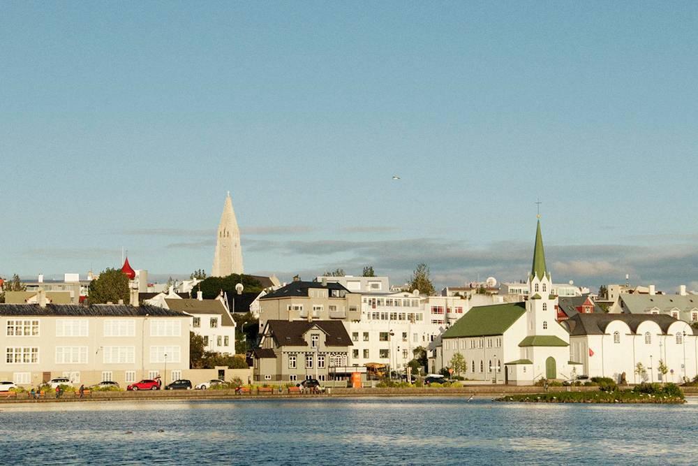 В целом Рейкьявик похож на другие скандинавские столицы — это тихий и спокойный город