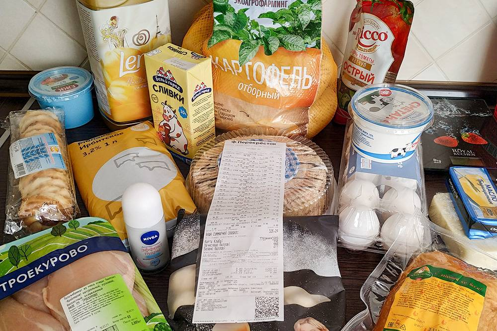 В основном все продукты мы покупаем в «Перекрестке». Вот что сегодня принес оттуда муж