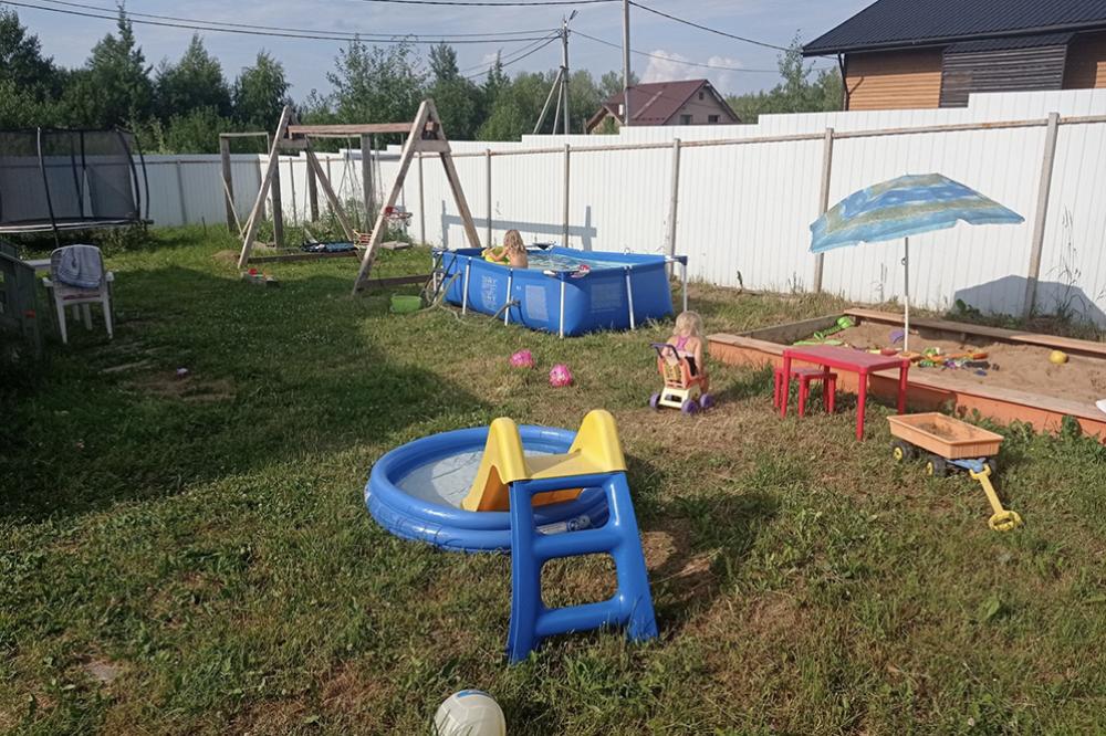 А это наша собственная детская площадка