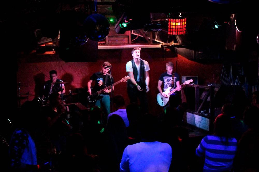 Выступление друзей в каком-то клубе осенью 2013 года