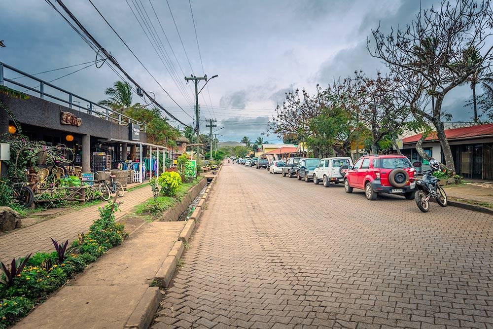 Вот так выглядит типичная столичная улица на острове Пасхи. Источник: RPBaiao / Shutterstock