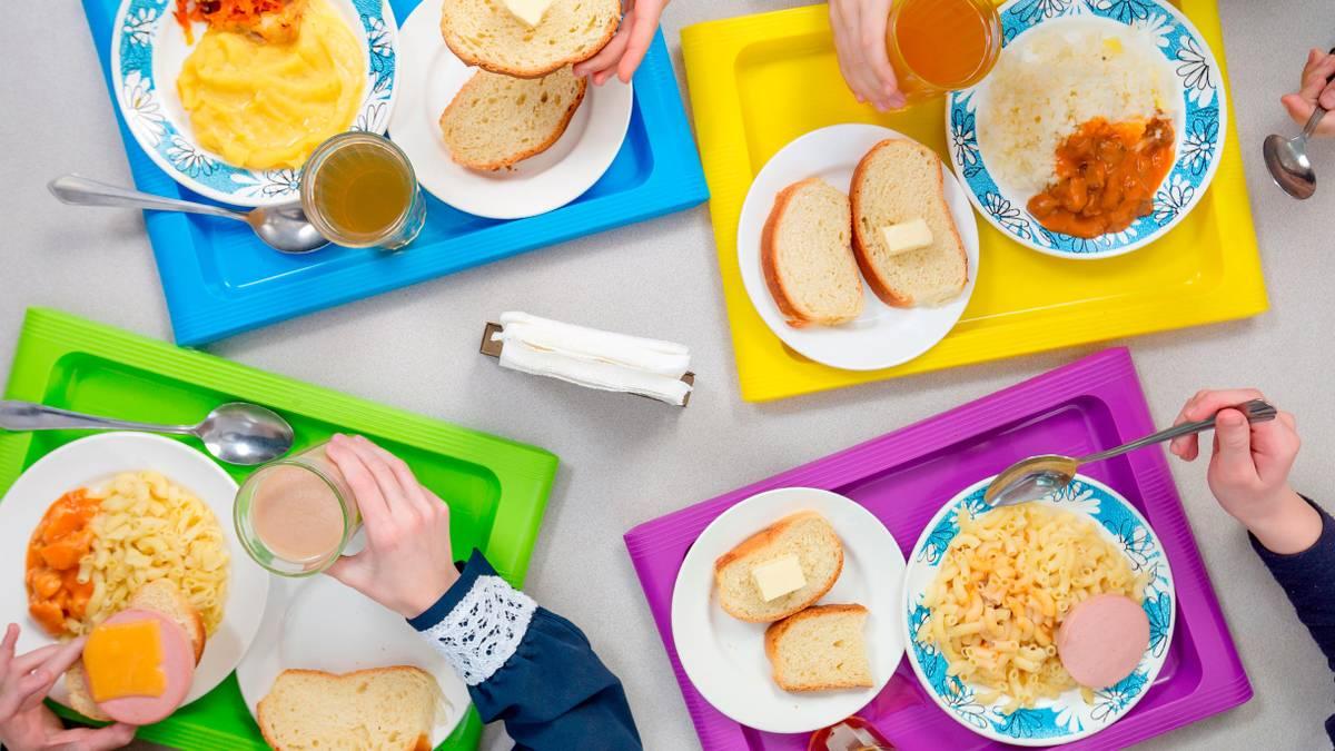 Учеников начальных классов будут кормить бесплатно