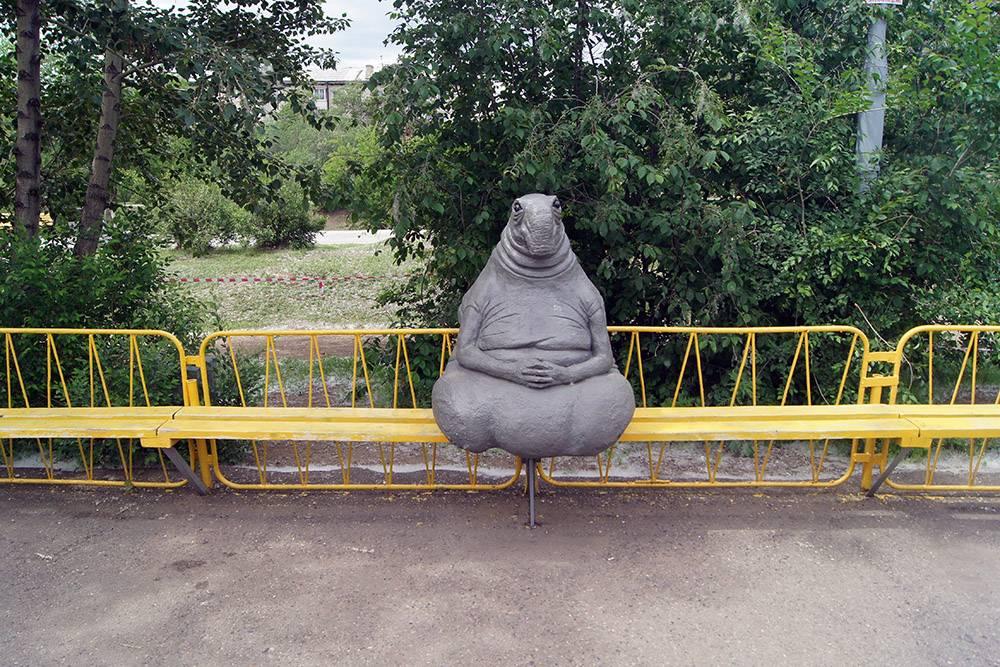 Чтобы установить спортивный комплекс в сквере или, например, необычную статую в парке, нужно рассказать о своей идее на сайте. Если за нее проголосуют 500 человек, предложение будет рассматривать губернатор