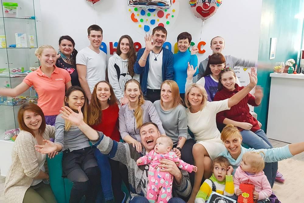 «Аква-классу» исполнилось два года. На руках Сергея дочь Алиса