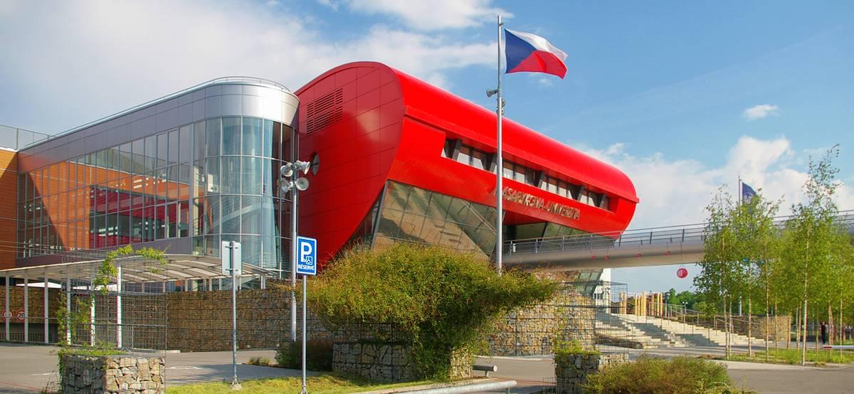 Посольство Чехии начало снова выдавать учебные визы